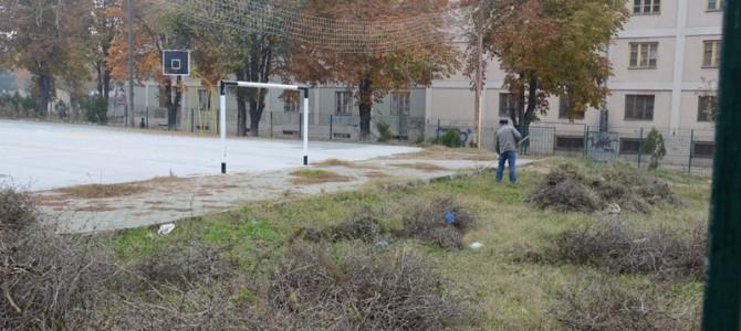Почна уредувањето на игралиштето во четвртата урбана заедница